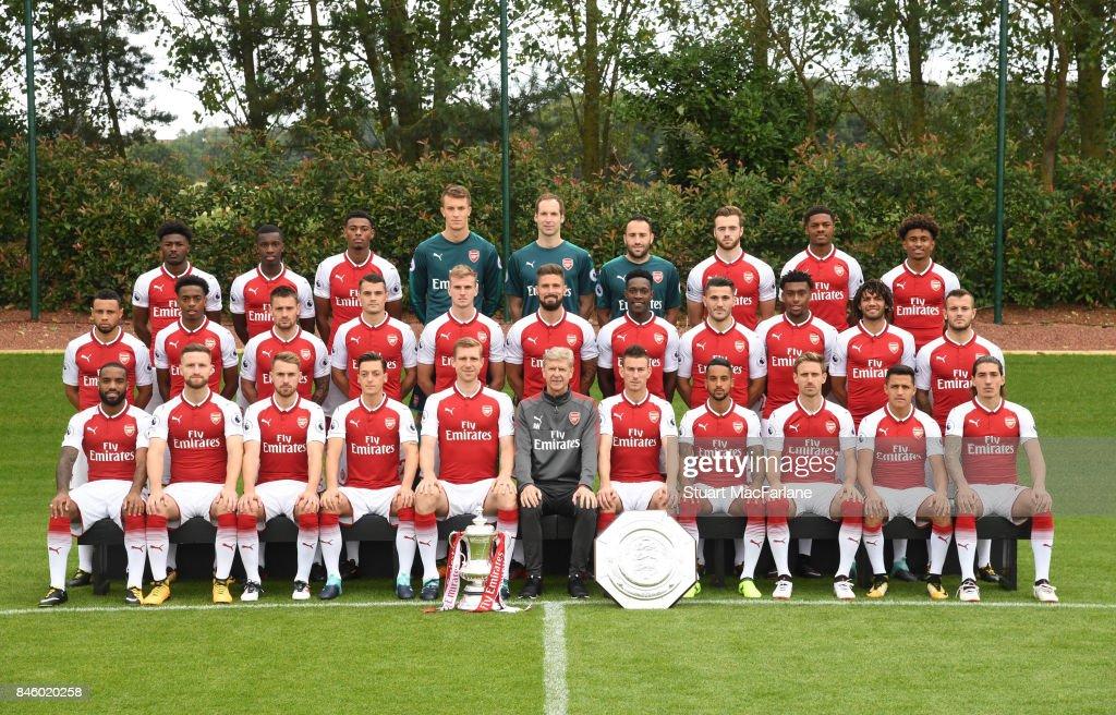 Hilo del Arsenal Arsenal-1st-team-squad-season-201718-back-row-ainsley-maitlandniles-picture-id846020258
