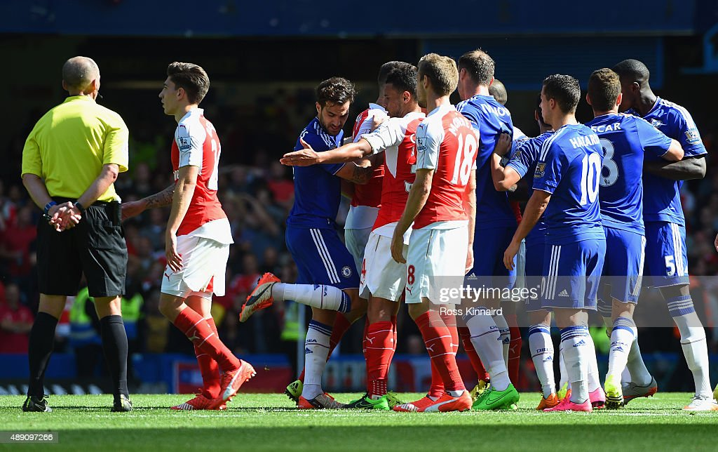Arsenal and Chelsea players face off while referee <a gi-track='captionPersonalityLinkClicked' href=/galleries/search?phrase=Mike+Dean+-+Referee&family=editorial&specificpeople=4517613 ng-click='$event.stopPropagation()'>Mike Dean</a> watches during the Barclays Premier League match between Chelsea and Arsenal at Stamford Bridge on September 19, 2015 in London, United Kingdom.