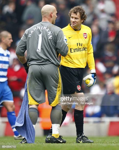 Arsenal goalkeeper Jens Lehmann and Reading goalkeeper Marcus Hahnemann shake hands