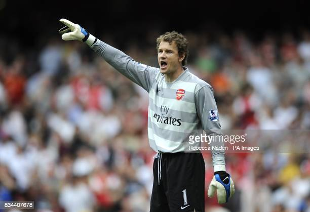 Arsenal goalkeeper Jens Lehmann shouts orders to his players