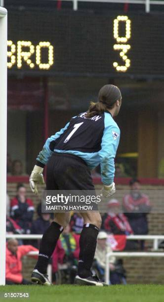 Arsenal keeper David Seaman has to face the scoreboard after Middlesbrough beat Arsenal 30 match at Highbury 14 April 2001 which let Manchester...