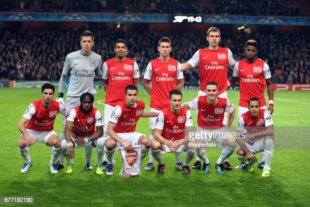 Arsenal line up for a group photo before the UEFA Champions League match between Arsenal and Borussia Dortmund at the Emirates Stadium on November 23...