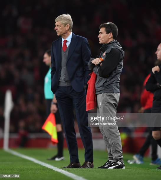Arsenal manager Arseen Wenger with club doctor Gary O'Driscoll during the Carabao Cup Third Round match between Arsenal and Doncaster Rovers at...