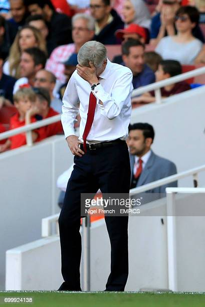 Arsenal manager Arsene Wenger appears dejected