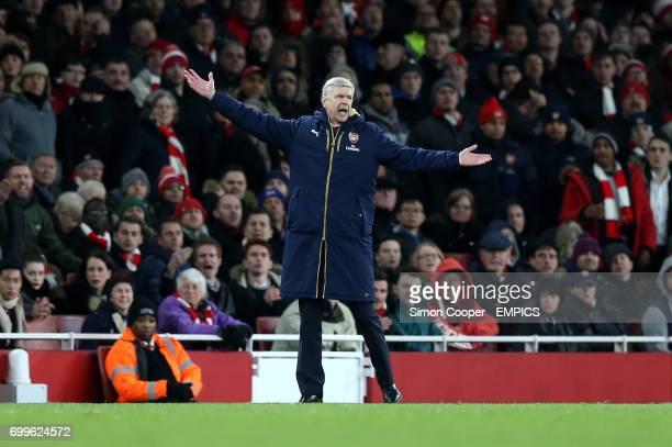 Arsenal manager Arsene Wenger gestures on the touchline