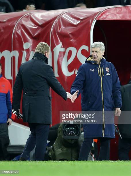Arsenal manager Arsene Wenger shakes hands with Southampton manager Ronald Koeman at full time