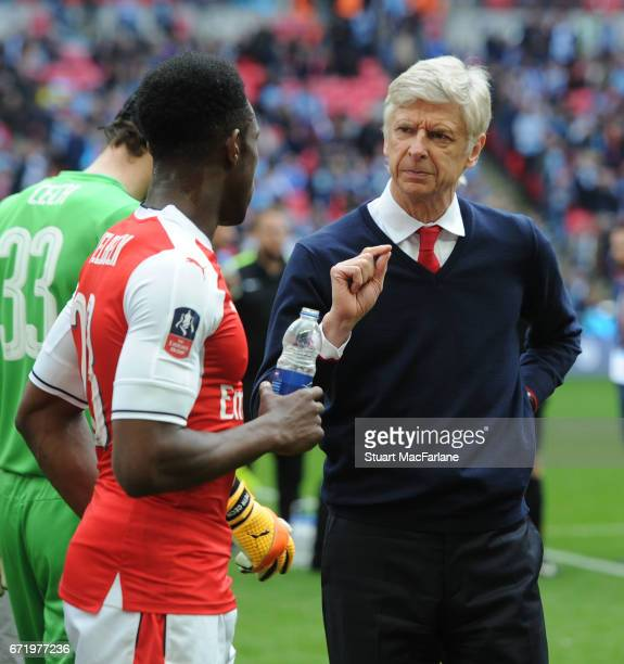 Arsenal manager Arsene Wenger talks to Danny Welbeck before extra time during the Emirates FA Cup SemiFinal match between Arsenal and Manchester City...
