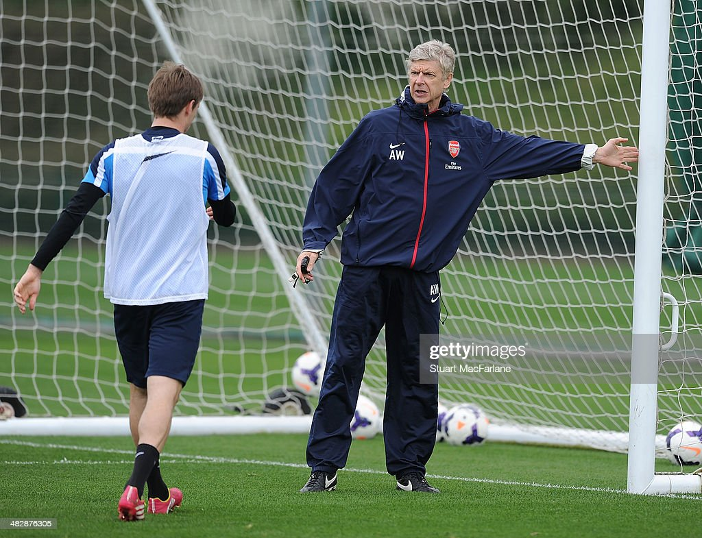 Arsenal manager <a gi-track='captionPersonalityLinkClicked' href=/galleries/search?phrase=Arsene+Wenger&family=editorial&specificpeople=171184 ng-click='$event.stopPropagation()'>Arsene Wenger</a> talks to defender <a gi-track='captionPersonalityLinkClicked' href=/galleries/search?phrase=Nacho+Monreal&family=editorial&specificpeople=4078049 ng-click='$event.stopPropagation()'>Nacho Monreal</a> during a training session at London Colney on April 5, 2014 in St Albans, England.