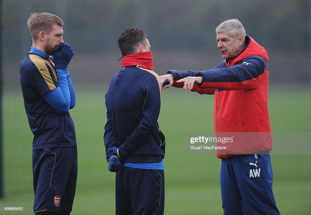 Arsenal manager <a gi-track='captionPersonalityLinkClicked' href=/galleries/search?phrase=Arsene+Wenger&family=editorial&specificpeople=171184 ng-click='$event.stopPropagation()'>Arsene Wenger</a> talks to (L) <a gi-track='captionPersonalityLinkClicked' href=/galleries/search?phrase=Per+Mertesacker&family=editorial&specificpeople=207135 ng-click='$event.stopPropagation()'>Per Mertesacker</a> and (R) <a gi-track='captionPersonalityLinkClicked' href=/galleries/search?phrase=Laurent+Koscielny&family=editorial&specificpeople=2637418 ng-click='$event.stopPropagation()'>Laurent Koscielny</a> during a training session at London Colney on February 13, 2016 in St Albans, England.
