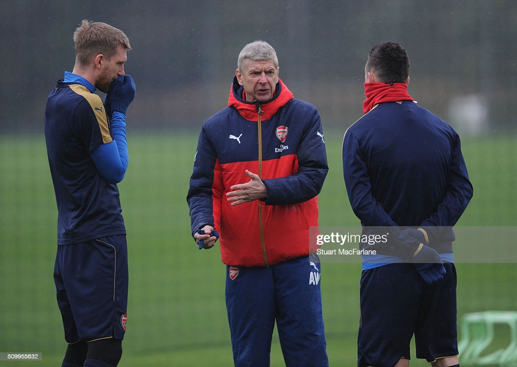 Arsenal manager Arsene Wenger talks to (L) <a gi-track='captionPersonalityLinkClicked' href=/galleries/search?phrase=Per+Mertesacker&family=editorial&specificpeople=207135 ng-click='$event.stopPropagation()'>Per Mertesacker</a> and (R) <a gi-track='captionPersonalityLinkClicked' href=/galleries/search?phrase=Laurent+Koscielny&family=editorial&specificpeople=2637418 ng-click='$event.stopPropagation()'>Laurent Koscielny</a> during a training session at London Colney on February 13, 2016 in St Albans, England.