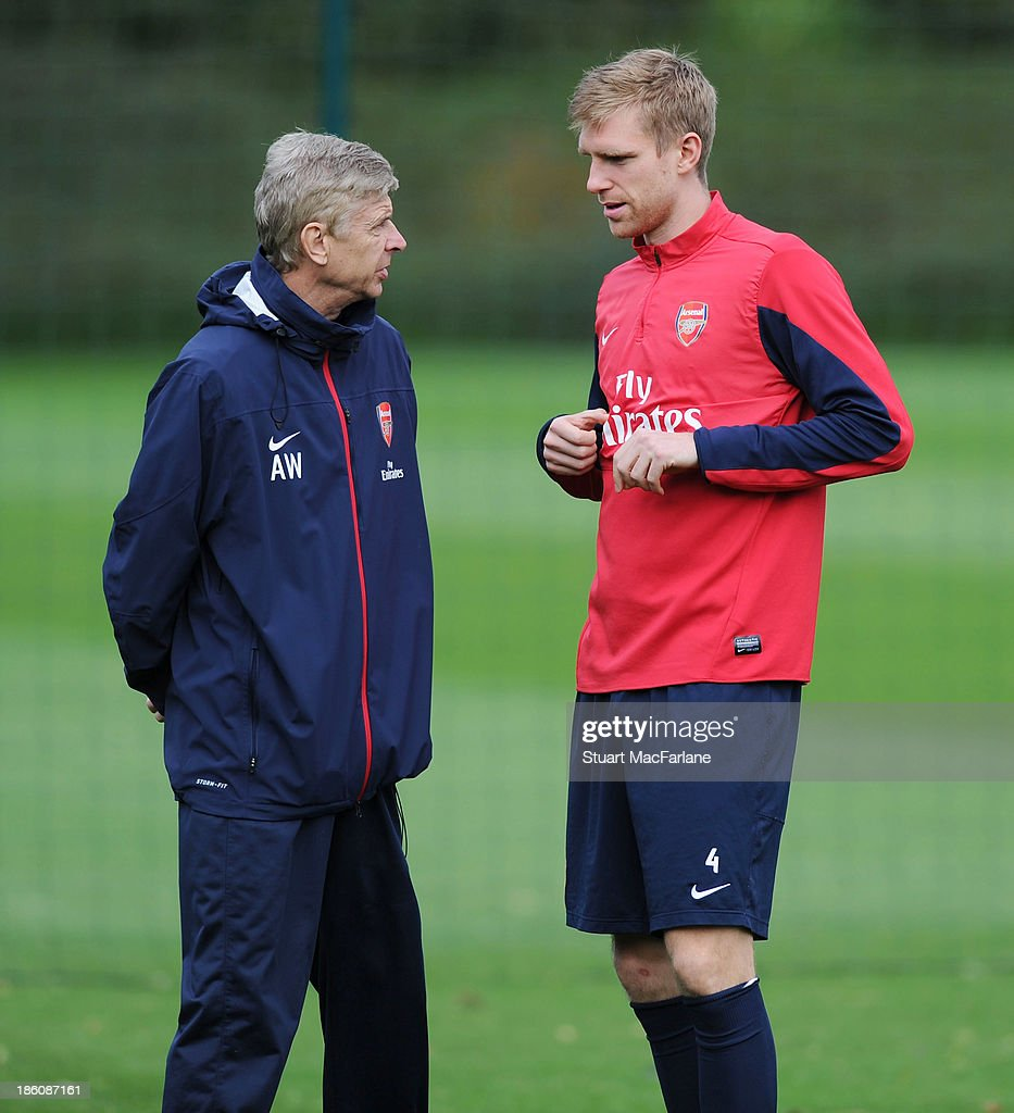 Arsenal manager <a gi-track='captionPersonalityLinkClicked' href=/galleries/search?phrase=Arsene+Wenger&family=editorial&specificpeople=171184 ng-click='$event.stopPropagation()'>Arsene Wenger</a> talks with defender <a gi-track='captionPersonalityLinkClicked' href=/galleries/search?phrase=Per+Mertesacker&family=editorial&specificpeople=207135 ng-click='$event.stopPropagation()'>Per Mertesacker</a> during a training session at London Colney on October 28, 2013 in St Albans, England.
