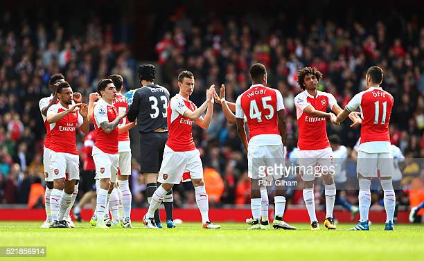 Arsenal players prepare ahead of the Barclays Premier League match between Arsenal and Crystal Palace at the Emirates Stadium on April 17 2016 in...
