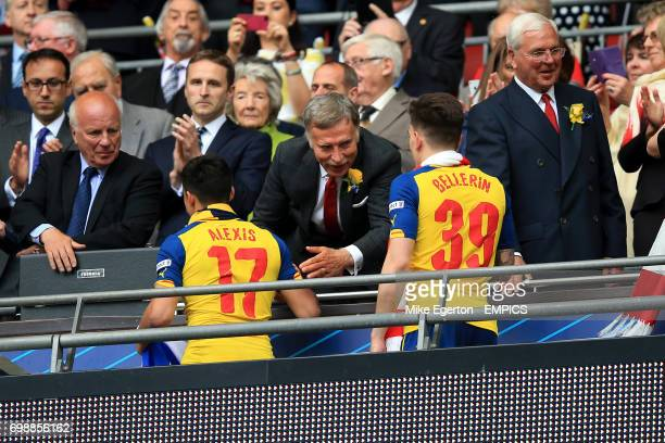 Arsenal shareholder Stan Kroenke congratulates Alexis Sanchez and Hector Bellerin