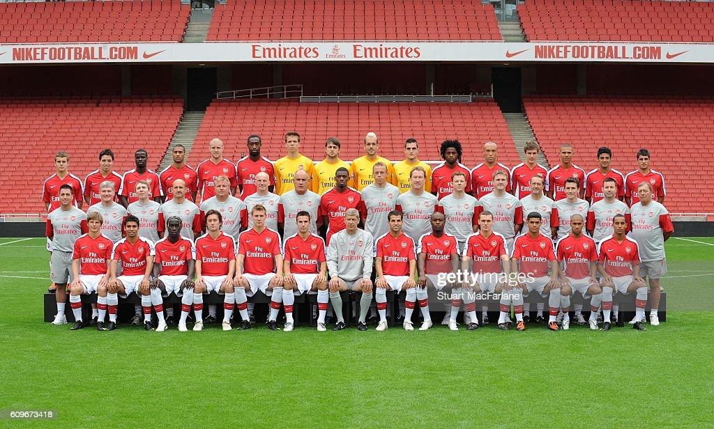 Hilo del Arsenal Arsenal-squad-200910-emirates-stadium-arsenal-football-club-london-picture-id609673418