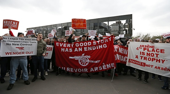 Embarrassing: Arsenal Fans Raise Money To Fly 'Wenger Out' Banner Over The Emirates 2