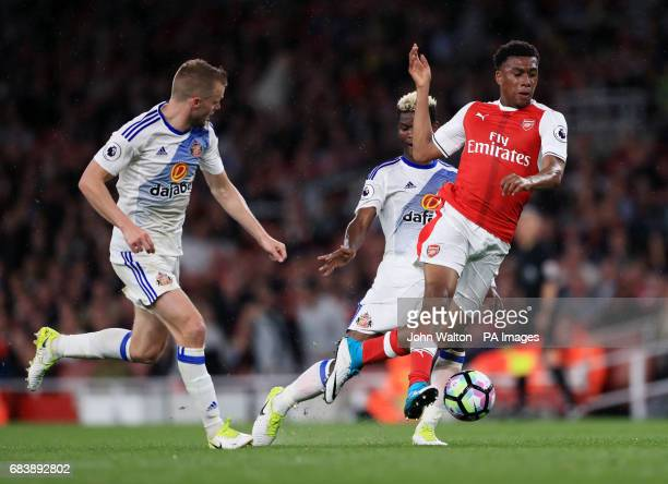 Arsenal's Alex Iwobi gets away from Sunderland's Sebastian Larsson and Didier Ibrahim Ndong during the Premier League match at the Emirates Stadium...