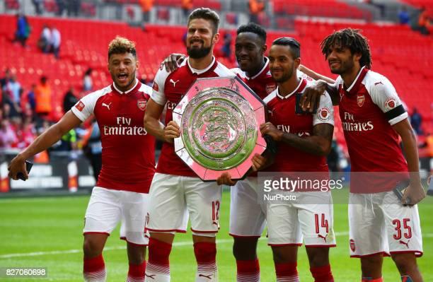 LR Arsenal's Alex OxladeChamberlainArsenal's Olivier Giroud Arsenal's Danny Welbeck Arsenal's Theo Walcott and Arsenal's Mohamed Elneny with The FA...