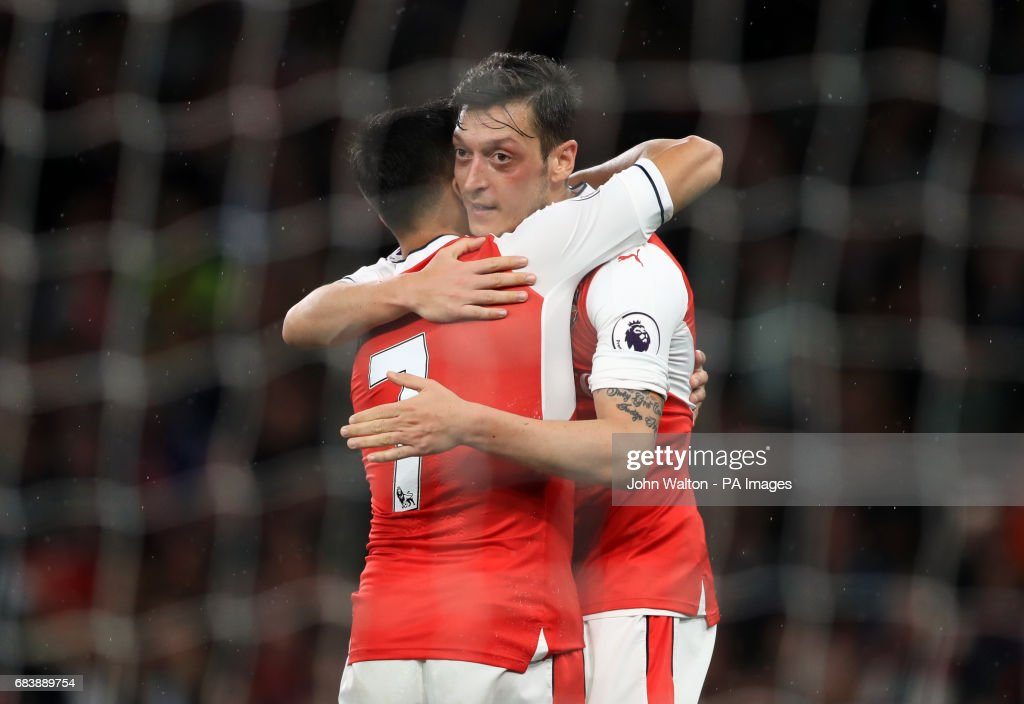 Arsenal's Alexis Sanchez celebrates scoring his side's first goal of the game with Mesut Ozil (right) during the Premier League match at the Emirates Stadium, London.