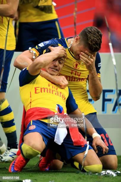 Arsenal's Alexis Sanchez celebrates with Olivier Giroud
