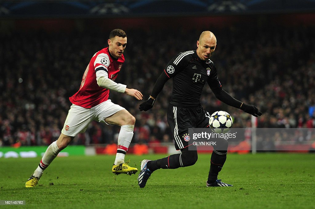 Arsenal's Belgian defender Thomas Vermaelen (L) challenges Bayern Munich's Dutch midfielder Arjen Robben during the UEFA Champions League round of 16 football match between Arsenal and Bayern Munich at the Emirates Stadium in north London on February 19, 2013. Bayern Munich won 3-1. AFP PHOTO / GLYN KIRK