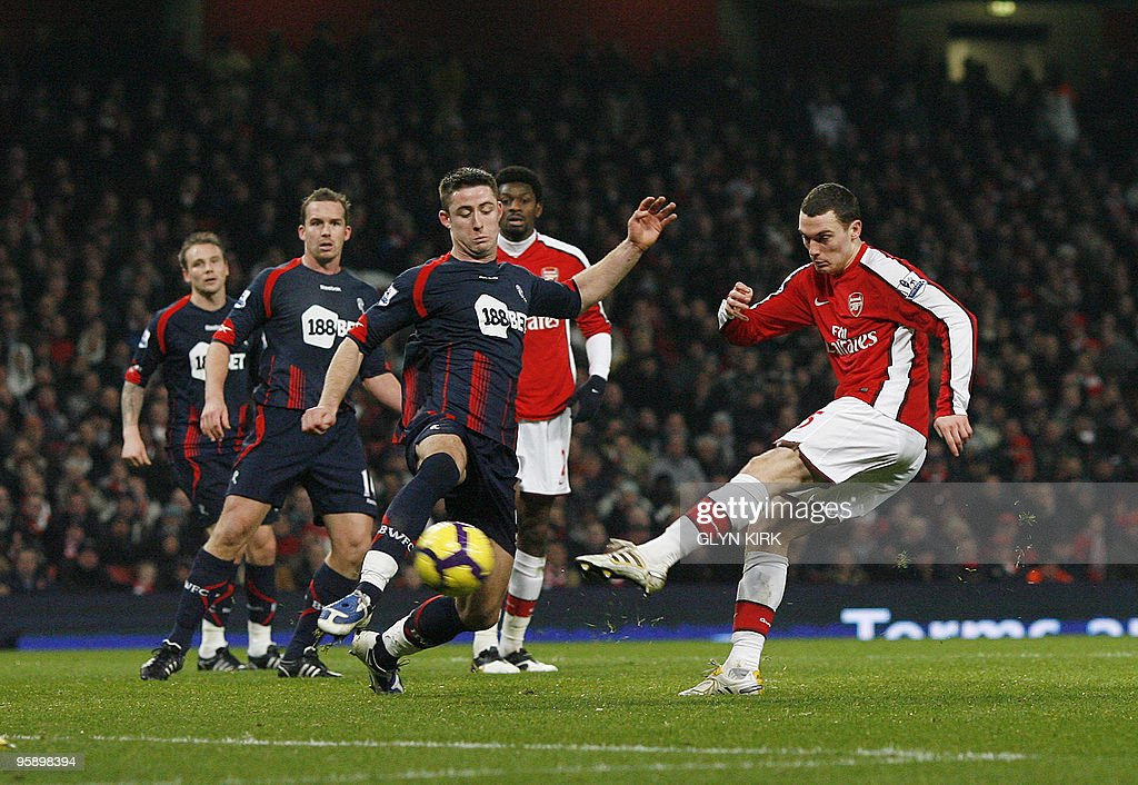 Arsenal's Belgian defender Thomas Vermaelen scores the third goal during their English Premier League football match against Bolton Wanderers at the Emirates Stadium, London, England, on January 20, 2010. AFP PHOTO/GLYN KIRK FOR EDITORIAL USE ONLY Additional licence required for any commercial/promotional use or use on TV or internet (except identical online version of newspaper) of Premier League/Football League photos. Tel DataCo +44 207 2981656. Do not alter/modify photo.