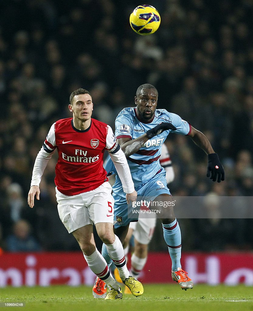 Arsenal's Belgium defender Thomas Vermaelen (L) vies with West Ham United's English striker Carlton Cole (R) during the English Premier League football match between Arsenal and West Ham United at The Emirates Stadium in London on January 23, 2013. AFP PHOTO/IAN KINGTON USE. No use with unauthorised audio, video, data, fixture lists, club/league logos or 'live' services. Online in-match use limited to 45 images, no video emulation. No use in betting, games or single club/league/player publications.
