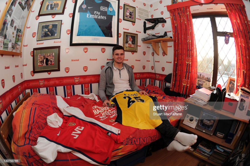 Arsenal's <a gi-track='captionPersonalityLinkClicked' href=/galleries/search?phrase=Carl+Jenkinson&family=editorial&specificpeople=7935131 ng-click='$event.stopPropagation()'>Carl Jenkinson</a> in his old bedroom at his parents home in Essex. Arsenal magazine photoshoot. February 7, 2012 in Essex, England.