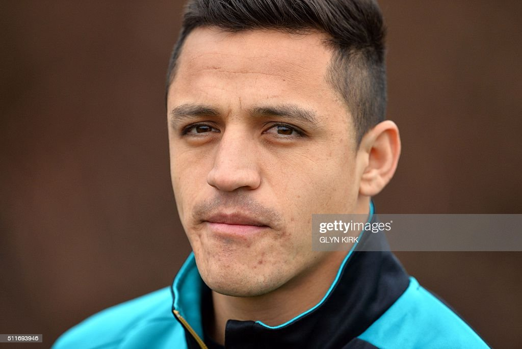 Arsenal's Chilean striker Alexis Sanchez is pictured as he takes part in a training session ahead of the UEFA Champions League round of 16 1st leg football match against Barcelona at Arsenal's London Colney training ground on February 22, 2016. Arsenal will play against Barcelona at the Emirates Stadium in London on Tuesday February 23, 2016. / AFP / GLYN
