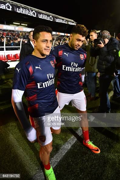 Arsenal's Chilean striker Alexis Sanchez L0 and Arsenal's English midfielder Alex OxladeChamberlain check the pitch ahead of the English FA Cup fifth...