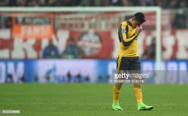 TOPSHOT Arsenal's Chilean striker Alexis Sanchez wipes his face during the UEFA Champions League round of sixteen football match between FC Bayern...