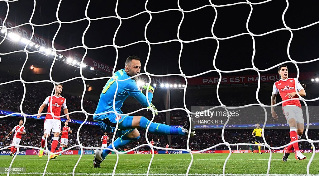 Arsenal's Colombian goalkeeper David Ospina (C) tries to catch the ball during the UEFA Champions League Group A football match between Paris-Saint-Germain vs Arsenal FC, on September 13, 2016 at the Parc des Princes stadium in Paris.