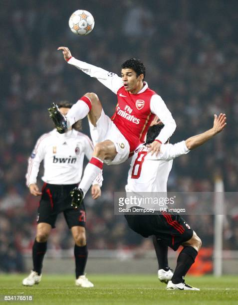 Arsenal's Da Silva Eduardo and AC Milan's Gennaro Gattuso battle for the ball