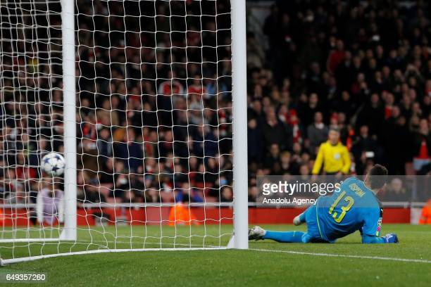 Arsenals David Ospina fails to stop a goal during the UEFA Champions League match between Arsenal FC and Bayern Munich at Emirates Stadium on March 7...