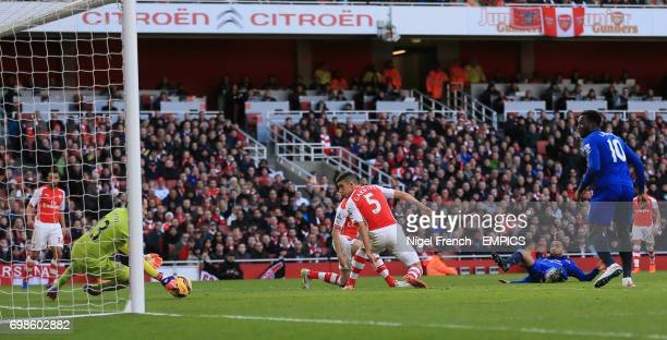 Arsenal's David Ospina saves a shot from Everton's Aaron Lennon