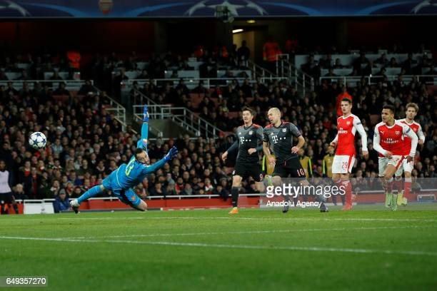 Arsenals David Ospina vies with Bayern Munich's Arjen Robben during the UEFA Champions League match between Arsenal FC and Bayern Munich at Emirates...