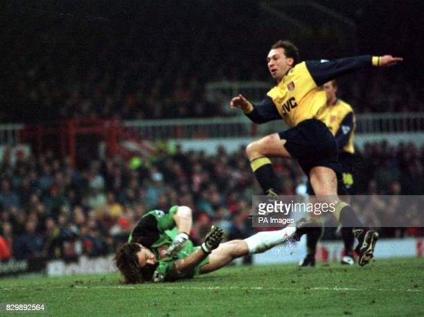 Arsenal's David Platt finds the net only to have the goal disallowed for offside during their match against Sunderland at Roker Park today pic Owen...