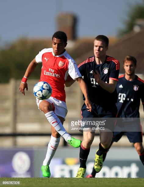 Arsenal's Donyell Malen battles for possession of the ball with Bayern Munich's Thomas Isherwood