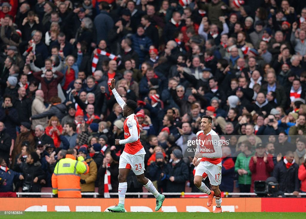 Arsenal's English striker Danny Welbeck (L) celebrates scoring his team's second goal during the English Premier League football match between Arsenal and Leicester at the Emirates Stadium in London on February 14, 2016. / AFP / GLYN KIRK / RESTRICTED TO EDITORIAL USE. No use with unauthorized audio, video, data, fixture lists, club/league logos or 'live' services. Online in-match use limited to 75 images, no video emulation. No use in betting, games or single club/league/player publications. /