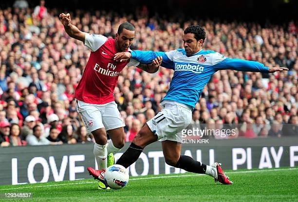 Arsenal's English striker Theo Walcott vies with Sunderland's English midfielder Kieran Richardson during their English Premier League football match...