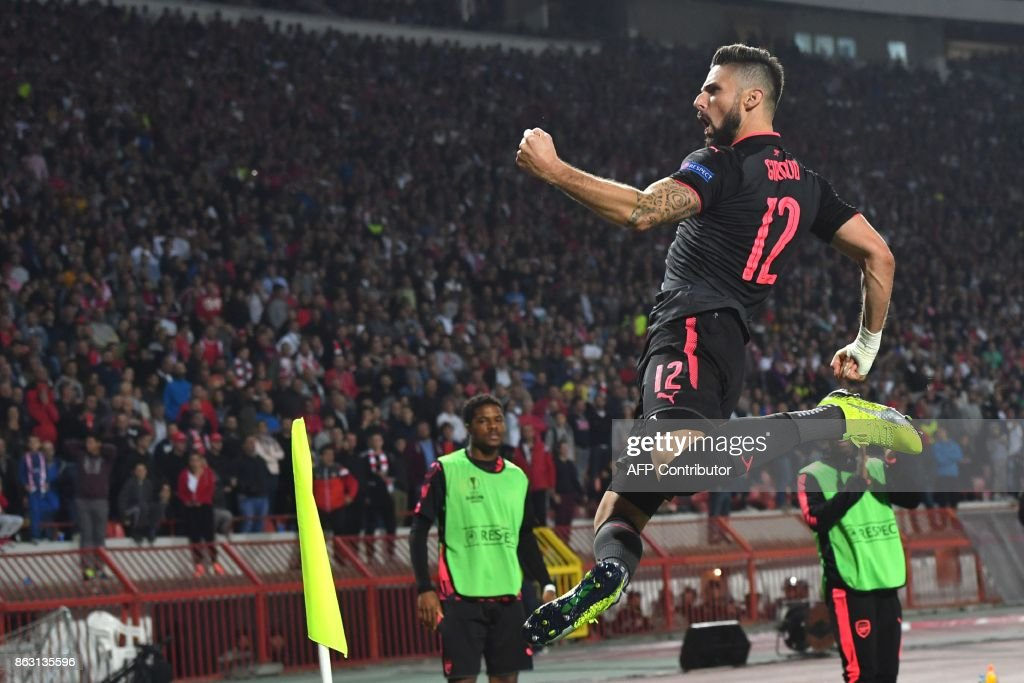 TOPSHOT - Arsenal's forward Olivier Giroud celebrates after scoring a goal during the UEFA Europa League football between Belgrade (Crvena zvezda) and Arsenal, on October 19, 2017 in Belgrade. / AFP PHOTO / Andrej ISAKOVIC