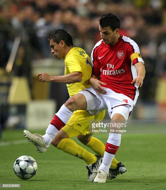 Arsenal's Francesc Fabregas and Villarreal's Ariel Ibagaza battle for the ball