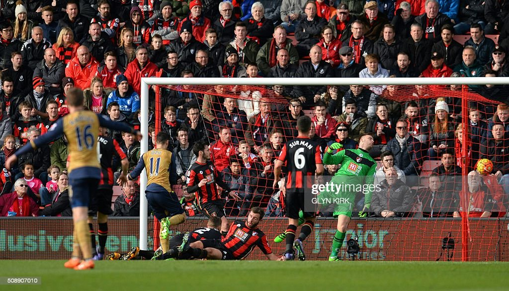 Arsenal's German midfielder Mesut Ozil (2l) scores his team's first goal during the English Premier League football match between Bournemouth and Arsenal at the Vitality Stadium in Bournemouth, southern England on February 7, 2016. / AFP / GLYN KIRK / RESTRICTED TO EDITORIAL USE. No use with unauthorized audio, video, data, fixture lists, club/league logos or 'live' services. Online in-match use limited to 75 images, no video emulation. No use in betting, games or single club/league/player publications. /