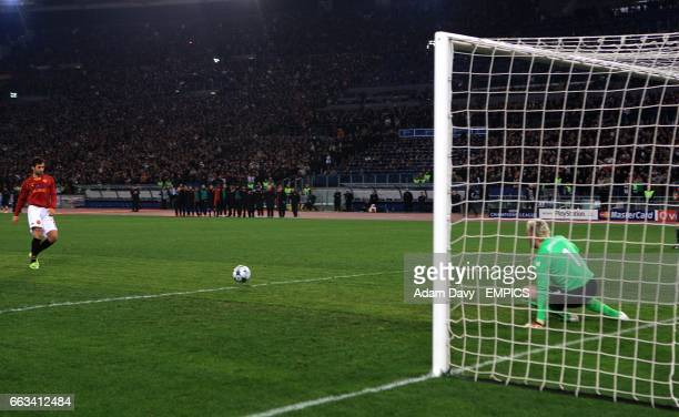 Arsenal's goalkeeper Manuel Almunia saves from Roma's Mirko Vucinic during the penalty shootout