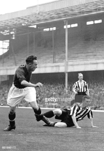 Arsenal's Joe Hulme scores the opening goal of the match