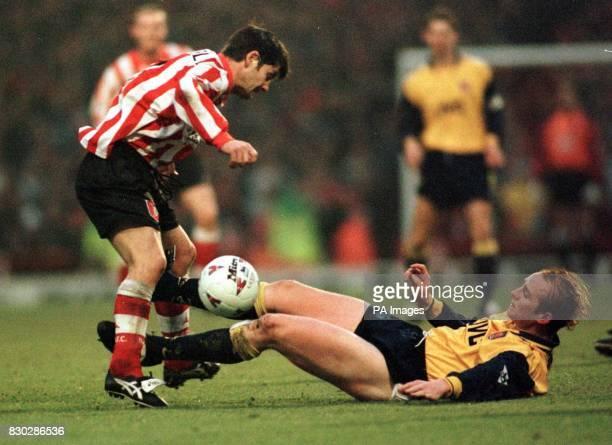 Arsenal's John Hartson battles with Sunderland's Paul Bracewell at Roker Park today Photo Owen Humphreys/PA