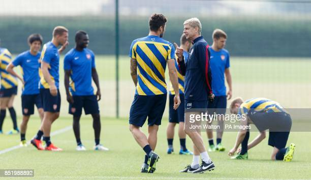 Arsenal's manager Arsene Wenger chats with Olivier Giroud during a training session at London Colney St Albans