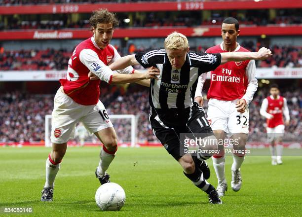 Arsenal's Mathieu Flamini and Newcastle United's Damien Duff battle for the ball