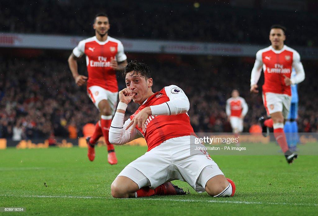 Arsenal v Stoke City - Premier League - Emirates Stadium : News Photo
