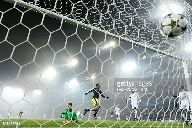 TOPSHOT Arsenal's Nigerian forward Alex Iwobi scores a goal despite of Basel's Czech goalkeeper Tomas Vaclik during the UEFA Champions league Group A...