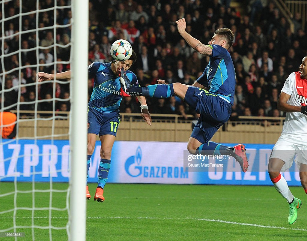Arsenal's (R) Olviier Giroud accidentally kicks (L) Alexis Sanchez in the face during during the UEFA Champions League Round of 16 match between AS Monaco and Arsenal at Stade Louis II on March 17, 2015 in Monaco, Monaco.